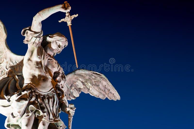 Natt för St Michael Sculpture Castle St Angel Rome arkivfoto
