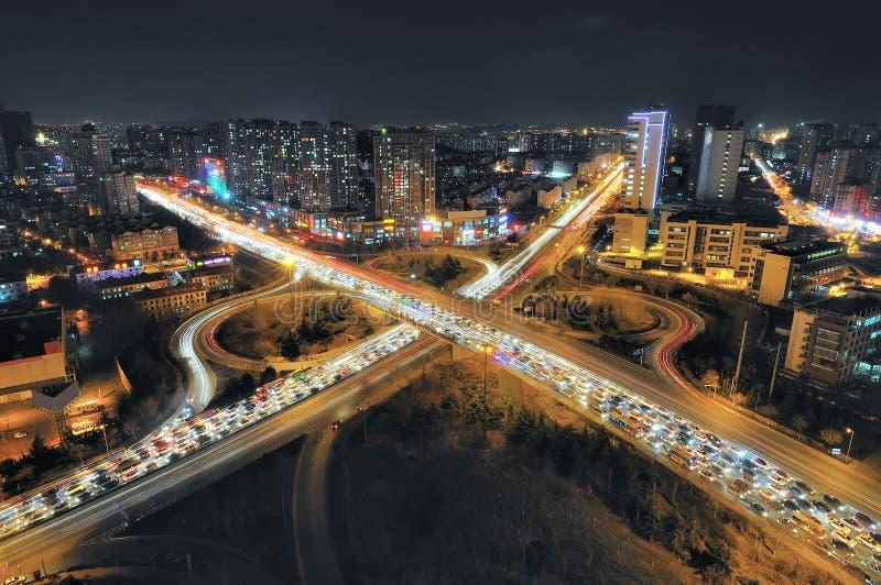Natt för stads- trafik arkivbilder