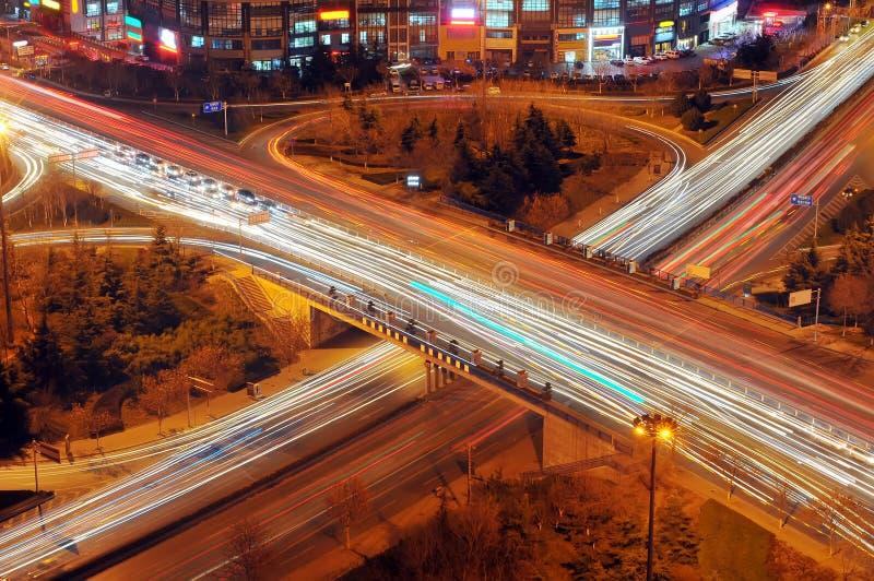 Natt för stads- trafik royaltyfri fotografi