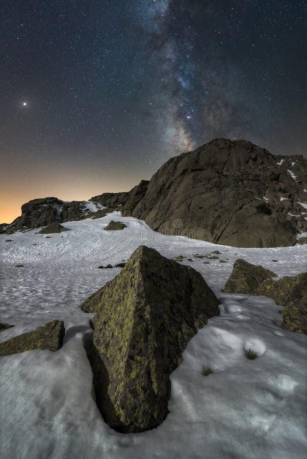 Natt i bergen 2 royaltyfri fotografi