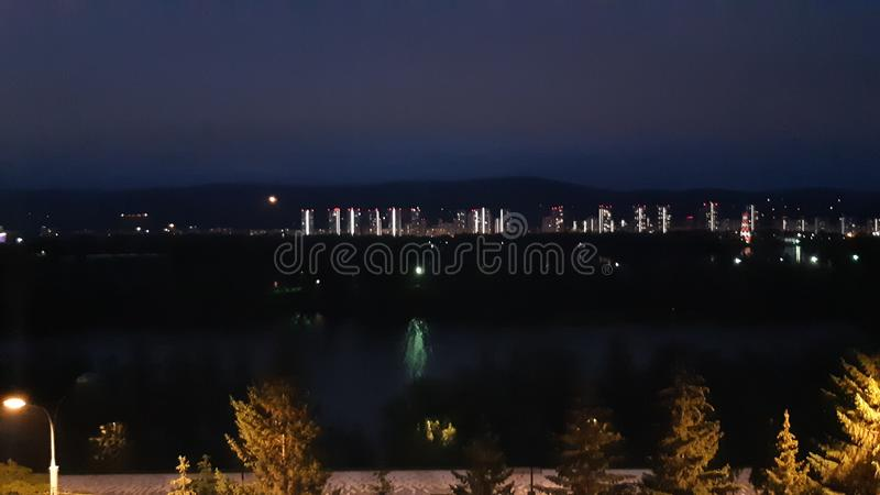 Natt Krasnoyarsk fotografering för bildbyråer