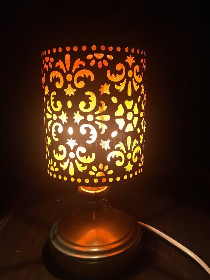 Natt-närmare detalj som tänder orange handlagnattljus royaltyfri fotografi