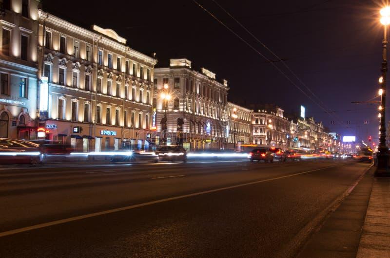 Natt Nevsky Prospekt royaltyfri fotografi