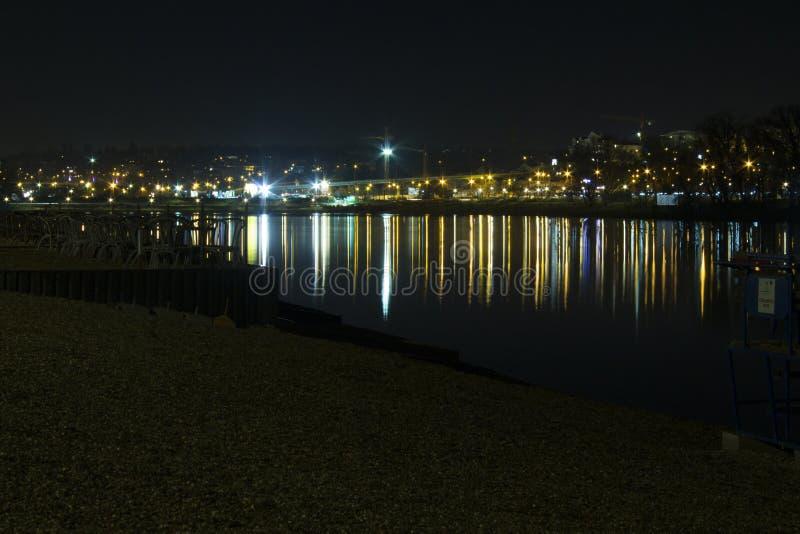 Natt på Belgrade sjön royaltyfria foton