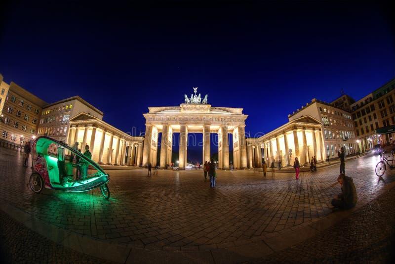 Natt på den Brandenburg porten arkivfoton