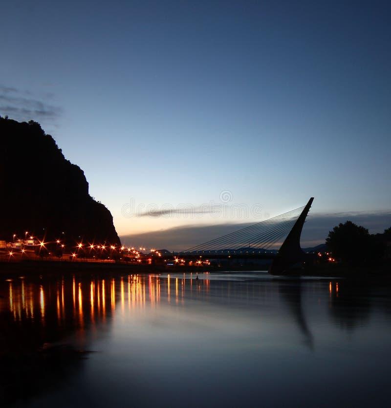Natt på Elbet River royaltyfria foton