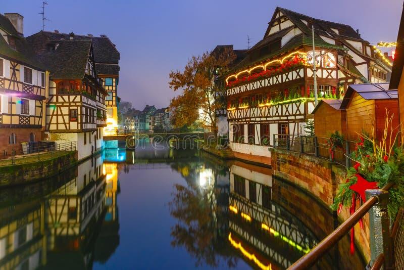 Natt Petite France i Strasbourg, Alsace royaltyfria foton