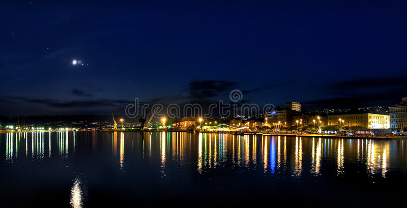 natt rijeka royaltyfri fotografi