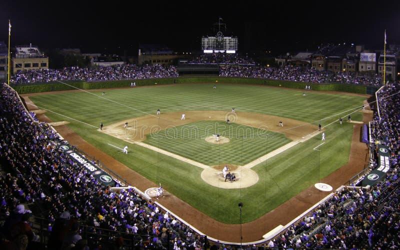 natt wrigley för lek för baseballchicago fält royaltyfria bilder