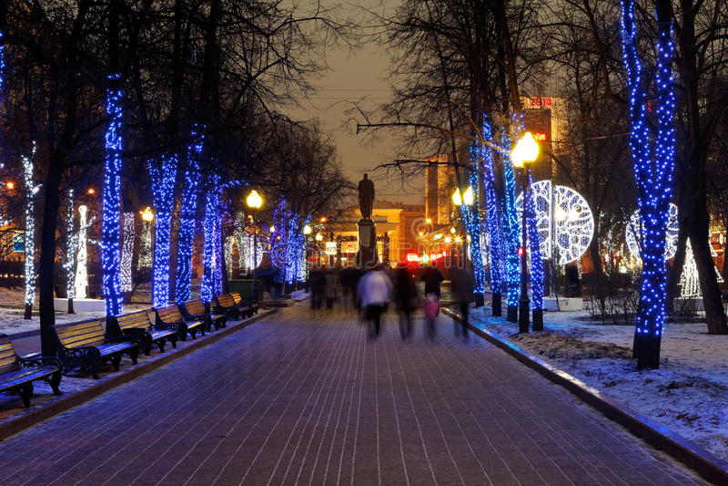 Nattbelysning av Moskvaboulevarden royaltyfri foto
