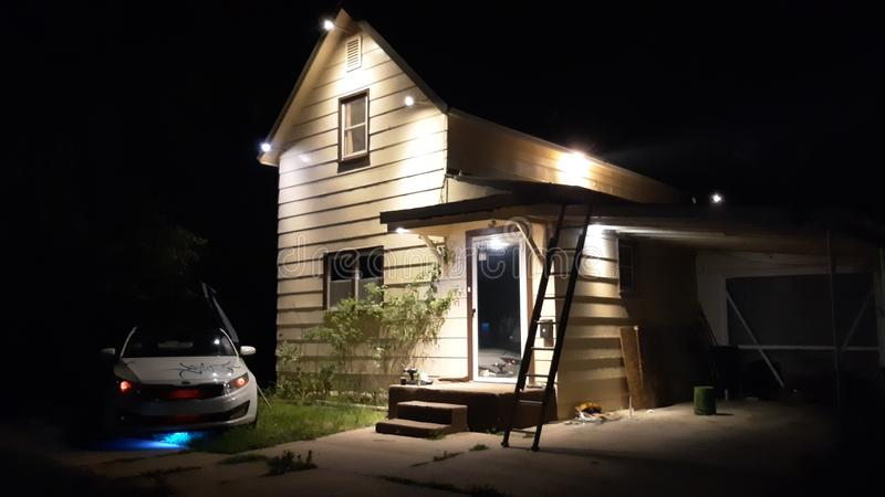 Nattbelysningen för huset royaltyfria foton
