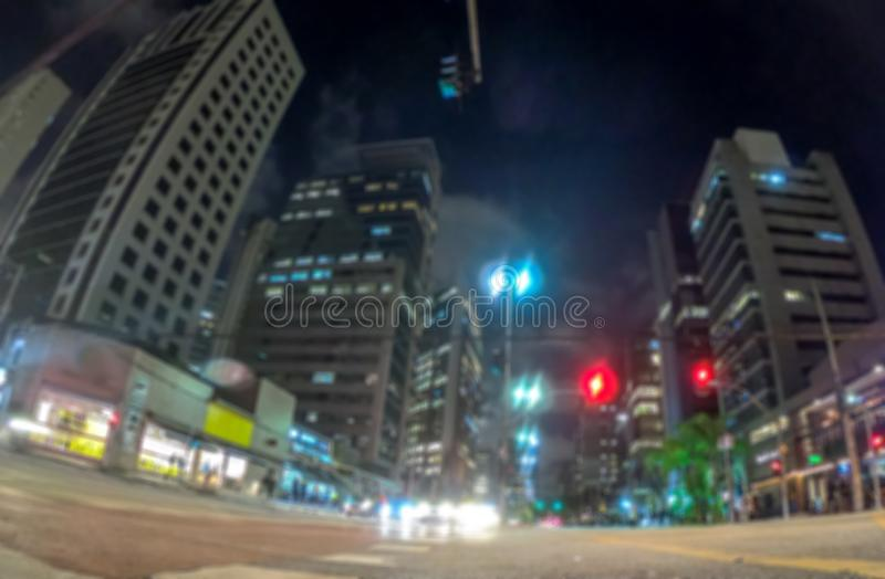 Nattbokehljus i storstaden, defocused bakgrund f?r abstrakt suddighet royaltyfri bild