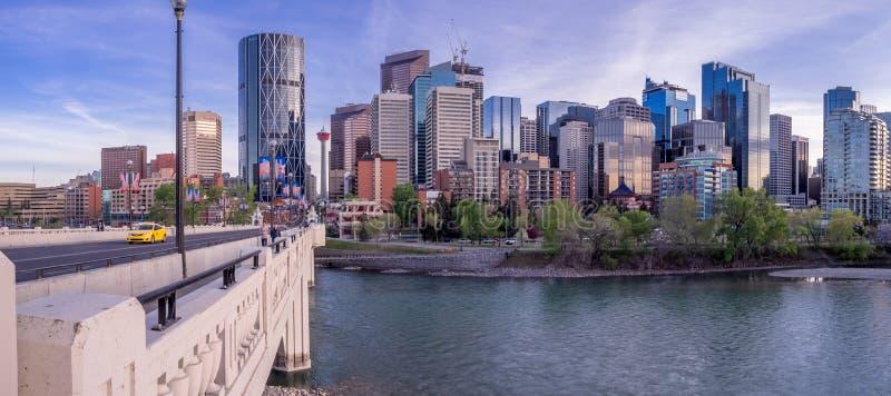Nattcityscape av Calgary, Kanada arkivbilder