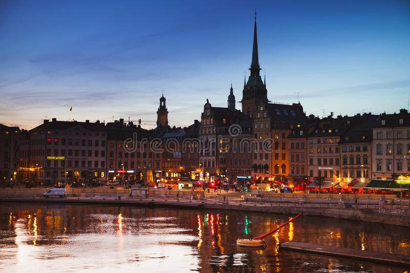 Nattcityscape av Gamla Stan, Stockholm royaltyfria foton
