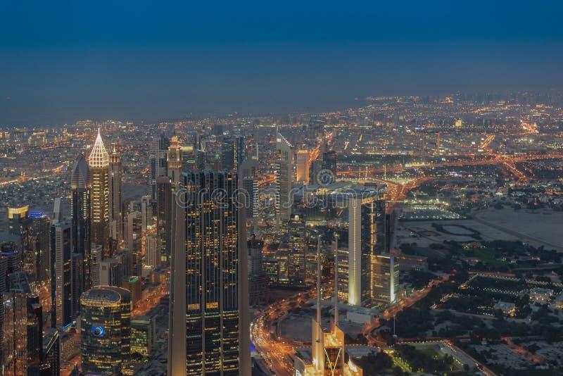 NattDubai i stadens centrum horisont, Förenade Arabemiraten fotografering för bildbyråer
