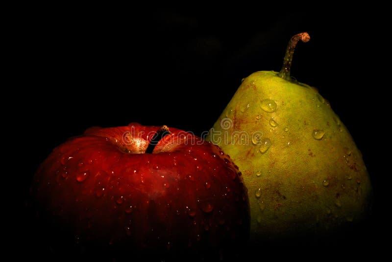 Natte appel en peer stock afbeeldingen