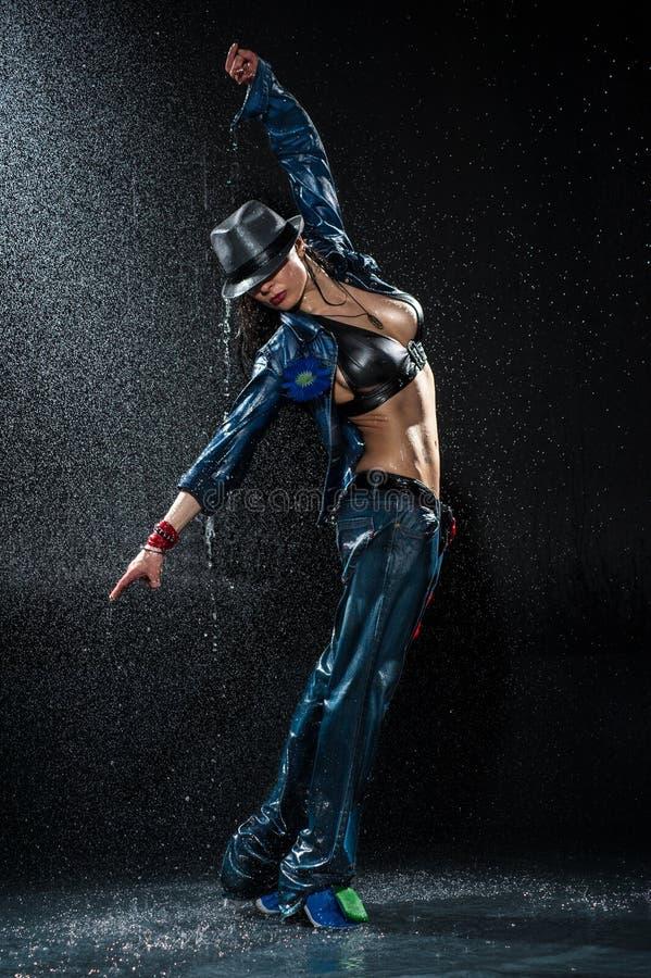 Natte dansende vrouw. royalty-vrije stock afbeeldingen