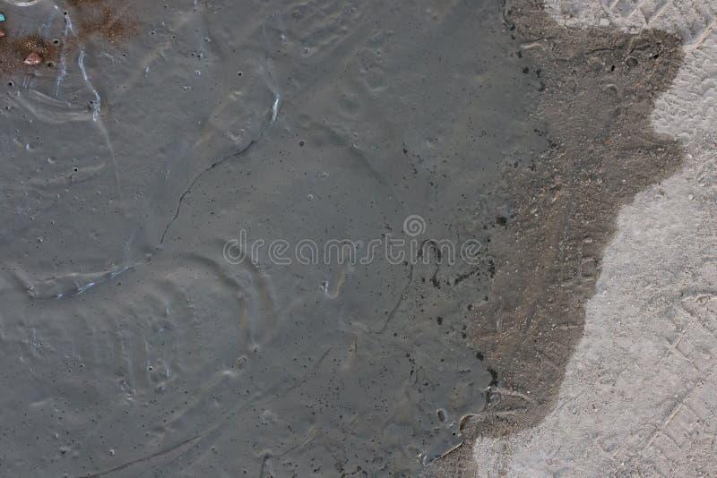 Natte gemengde de bouw geweven achtergrond van de cementvloer stock foto's
