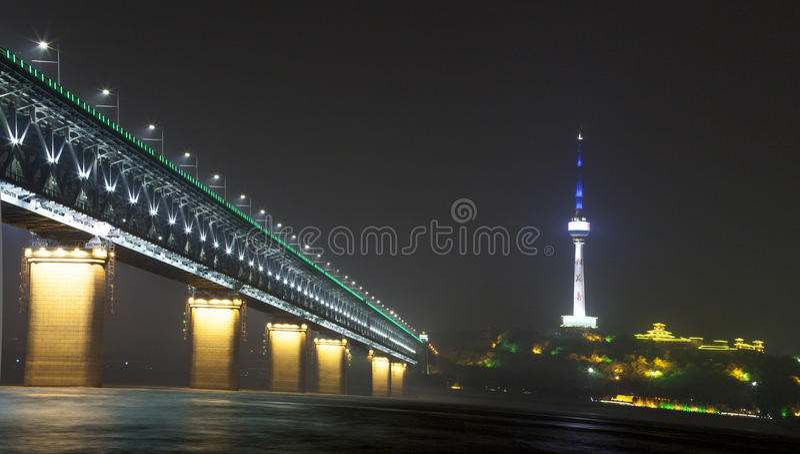 Natten av den Yangtze River bron arkivfoto