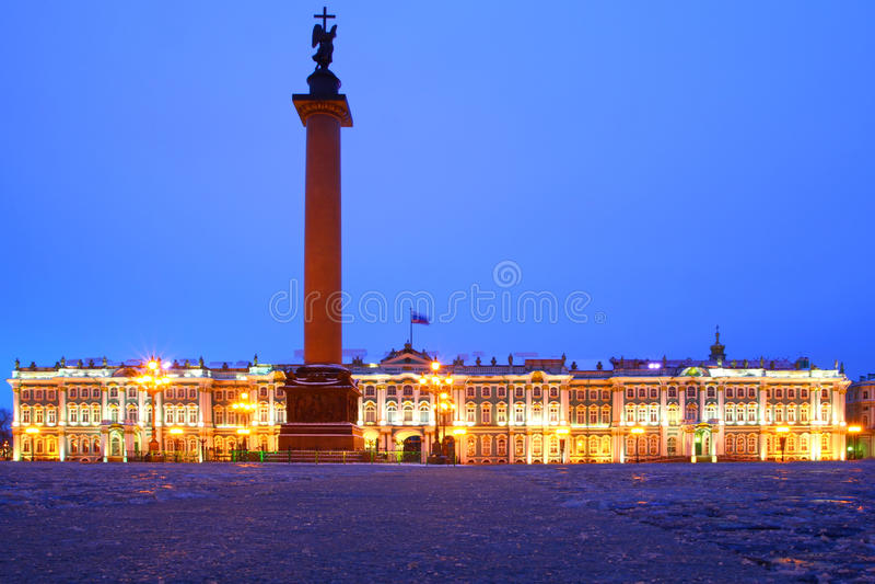 Natten beskådar av St Petersburg arkivbilder
