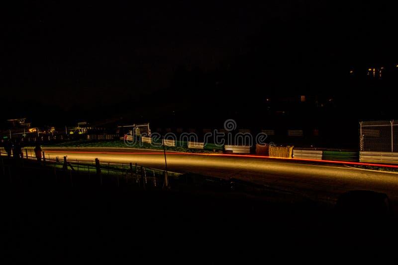 Natten samlar arkivfoton