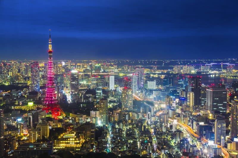 Nattetid för Tokyo cityscapeplats från himmelsikten av det Roppongi Het royaltyfri fotografi