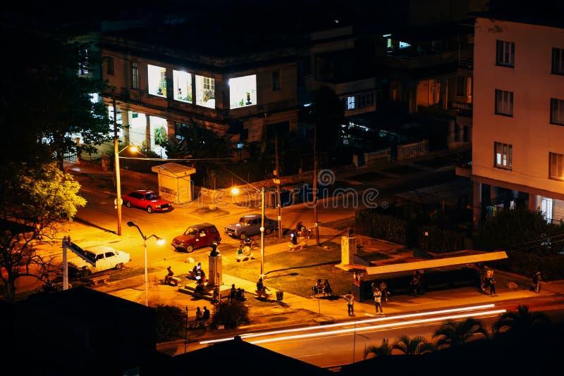 Nattetid i ett litet parkerar i havannacigarren, Kuba royaltyfri foto