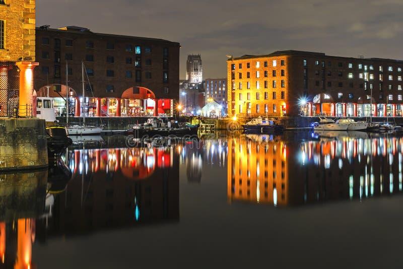 Nattetid på Albert Dock Liverpool royaltyfri foto