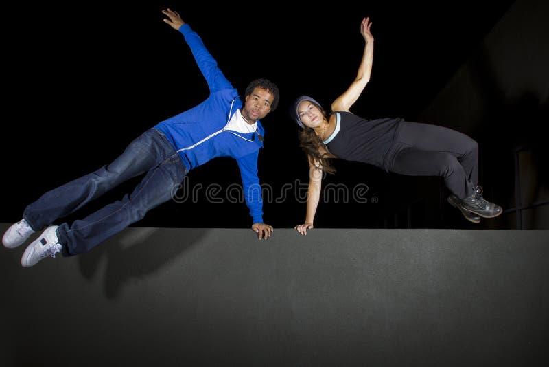 Nattetid Parkour fotografering för bildbyråer