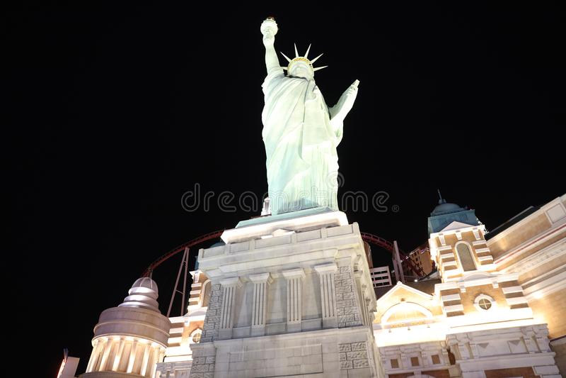 Nattetidsikt på den New York New York kasinot och hotellet på den Las Vegas remsan nevada arkivfoto