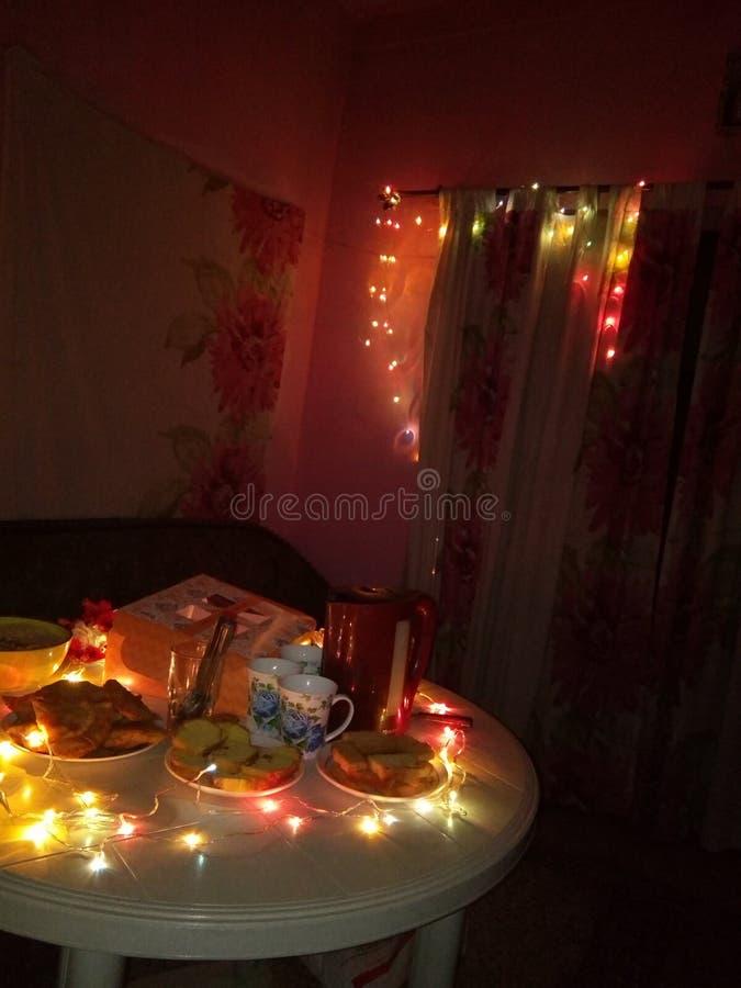 Nattfödelsedagordningar arkivfoto
