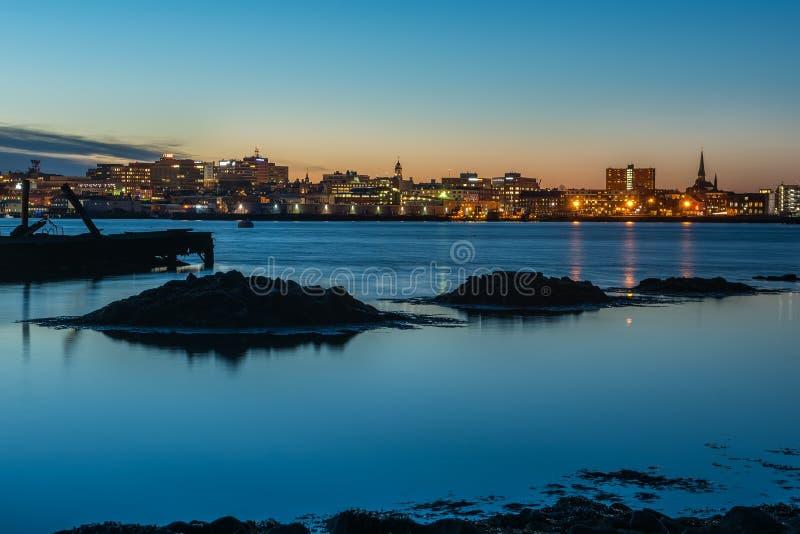Nattfotosikt av Portland Maine, USA royaltyfri foto