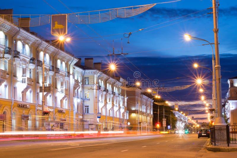 Nattgata av staden av Gomel, Vitryssland royaltyfri fotografi