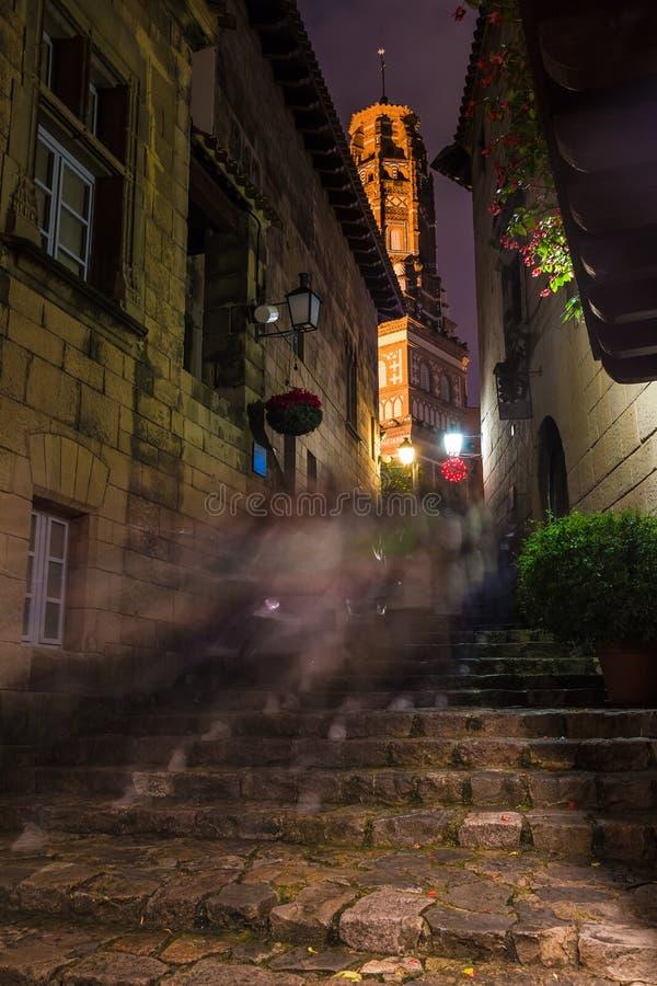Nattgata i Poble Espanyol, Barcelona, Spanien royaltyfri bild
