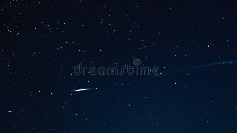 Natthimmel med stjärnor och galax i yttre rymd, universumbakgrund fotografering för bildbyråer