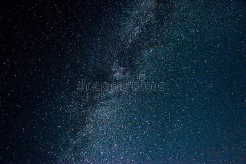 Natthimmel med stjärnor och galax i yttre rymd, universumbakgrund royaltyfria foton