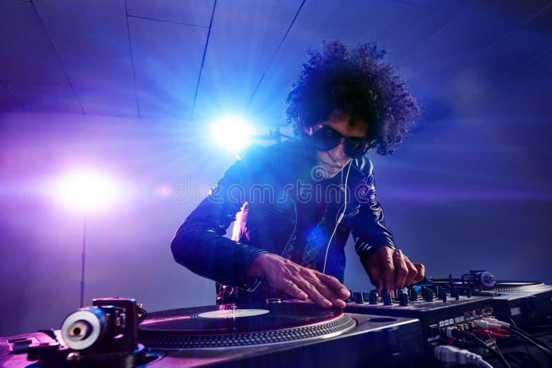 Nattklubben dj party royaltyfri fotografi