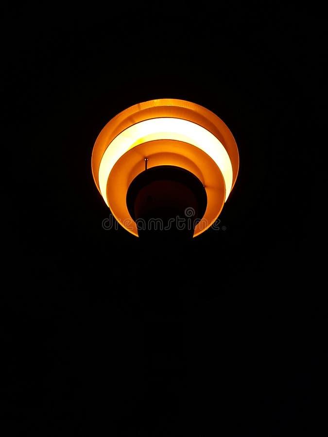 Nattlampa med ljust ljus arkivbild