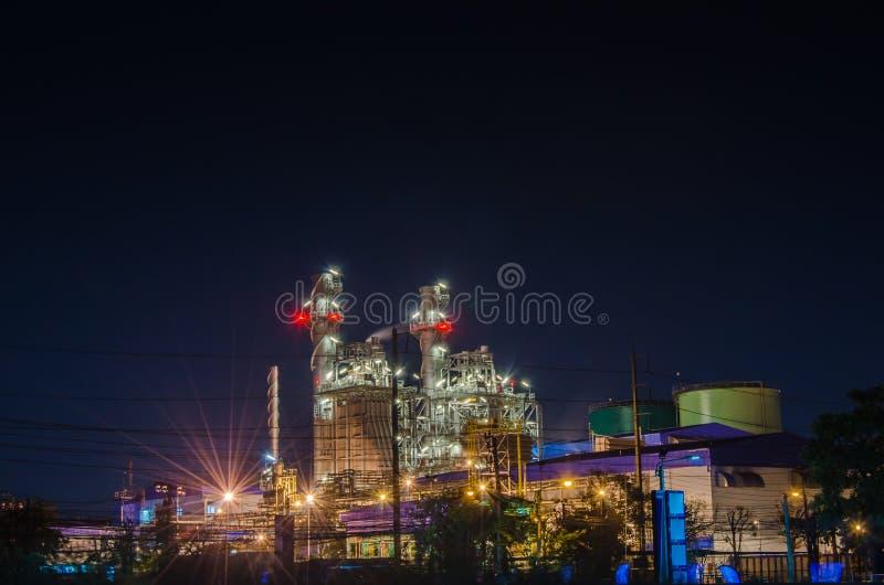 Nattlandskap för elektrisk växt royaltyfria bilder