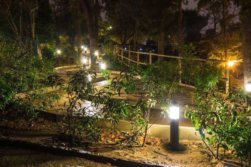 Nattlandskap i Poble Espanyol, Barcelona, Spanien arkivfoton