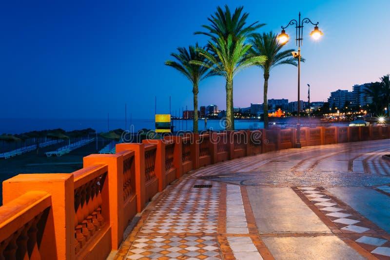 Nattlandskapsikt av invallningen, Seacoast, strand royaltyfri fotografi