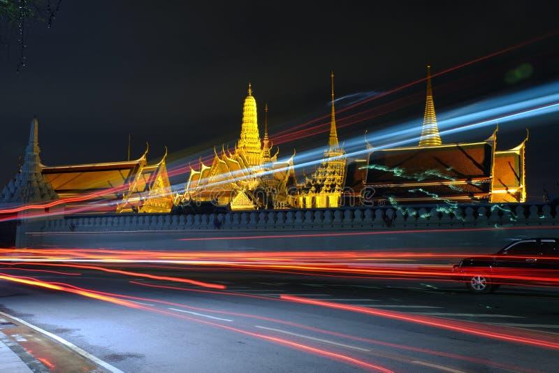 Nattljus på Wat Phra Kaew (templet av Emerald Buddha) arkivbilder