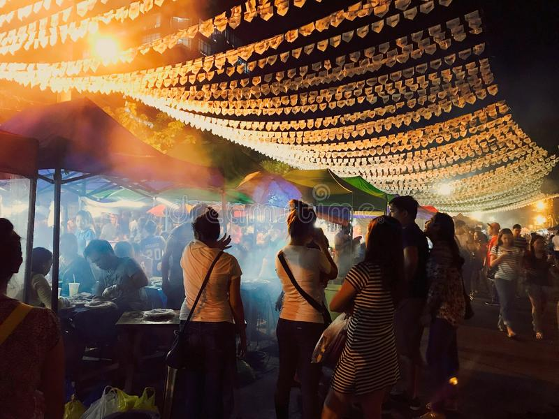 Nattmarknad i Davao, Filippinerna royaltyfria foton