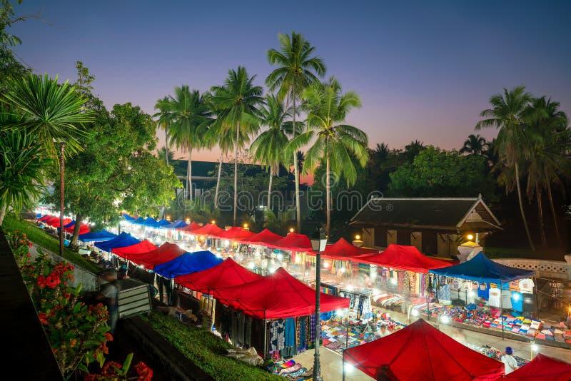 Nattmarknaden i Luang Prabang royaltyfri bild