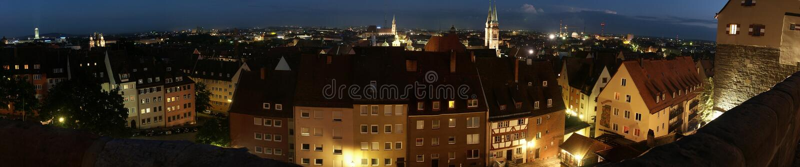 nattnuremberg panorama royaltyfri foto