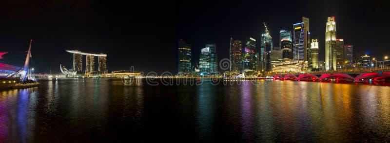 nattpanoramasingapore horisont arkivbilder