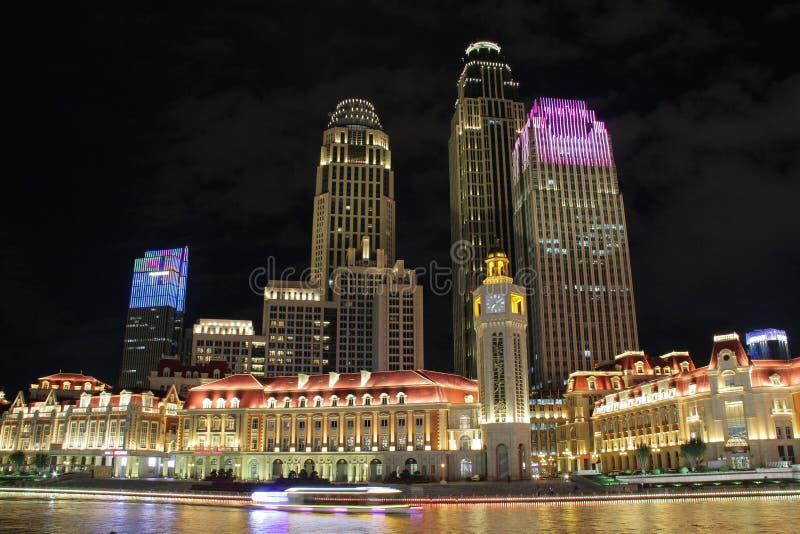 Nattplats av den i stadens centrum Tianjin staden, Kina royaltyfria bilder