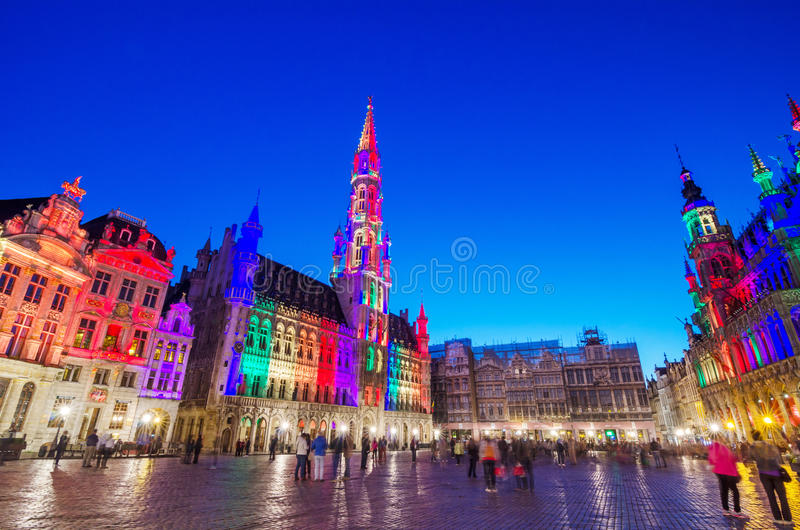 Nattplats av Grand Place i Bryssel, Belgien arkivbilder