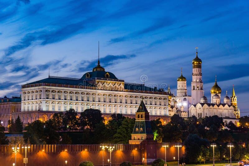 Nattplats av Kreml i Moskva arkivbild