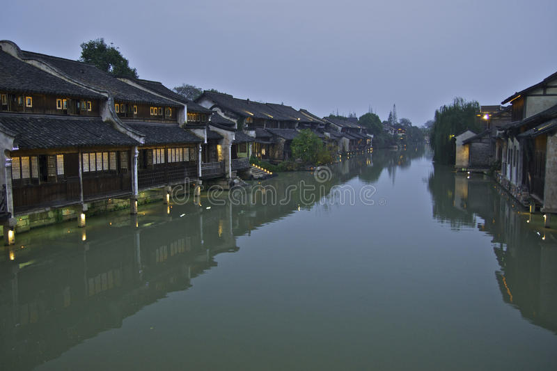 Nattplats på den Wuzhen vattenstaden royaltyfria foton